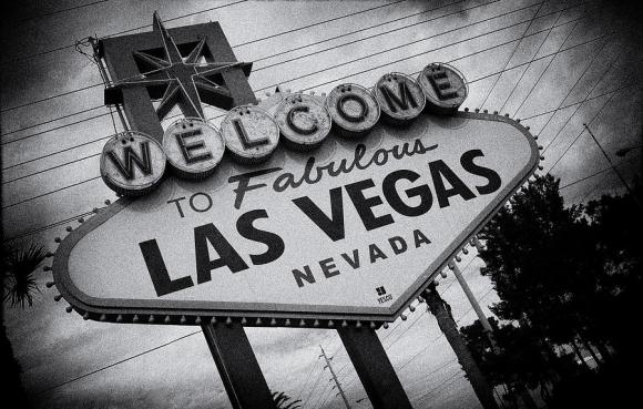 las-vegas-sign-peter-aitchison